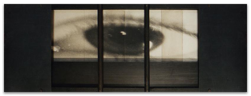 S.T., 1994, Fotografía y hierro, 35x105 cm, Colección particular