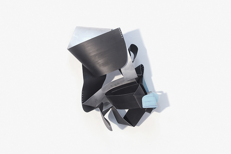 Black Swirl, 2016, Esmalte acrílico sobre aluminio, 86x70x30 cm