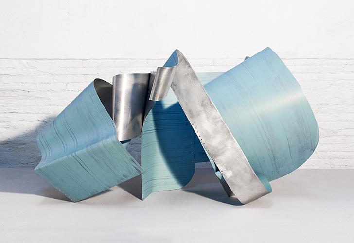 IVU, 2016, Esmalte acrílico sobre aluminio, 160x80x90 cm