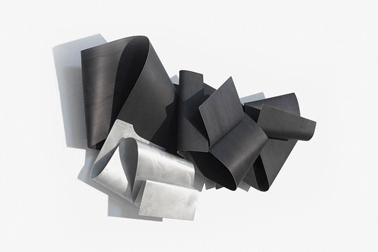 Black Wave, 2016, Acrílico sobre aluminio, 89x160x31 cm