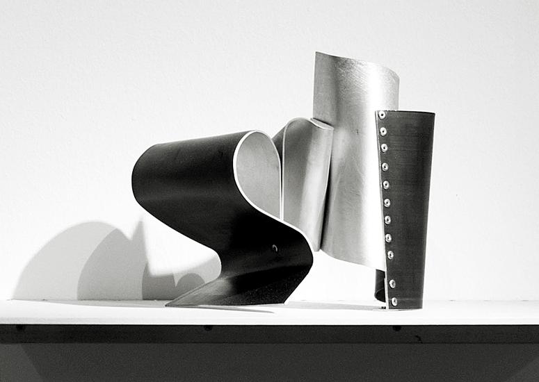 Onada I, 2013, Esmalte acrílico sobre aluminio, 20x19x23 cm