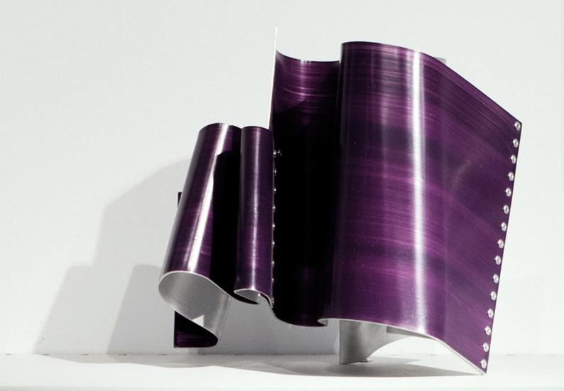 Onada II, 2013, Esmalte acrílico sobre aluminio, 24,5x21x23 cm
